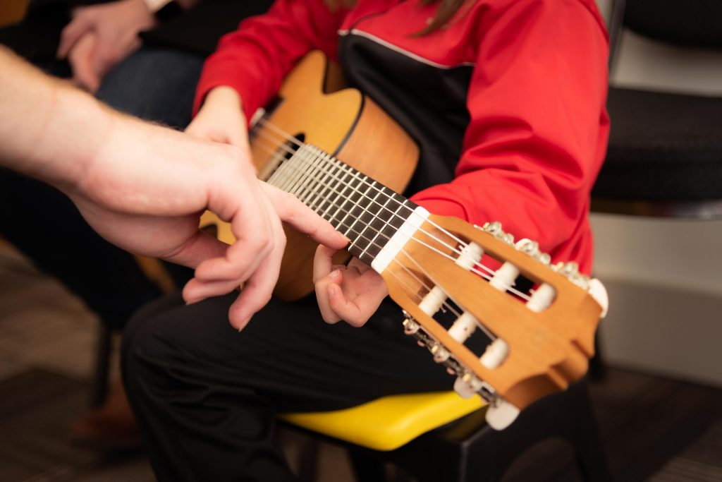 guitar acoustic lessons for beginners 1