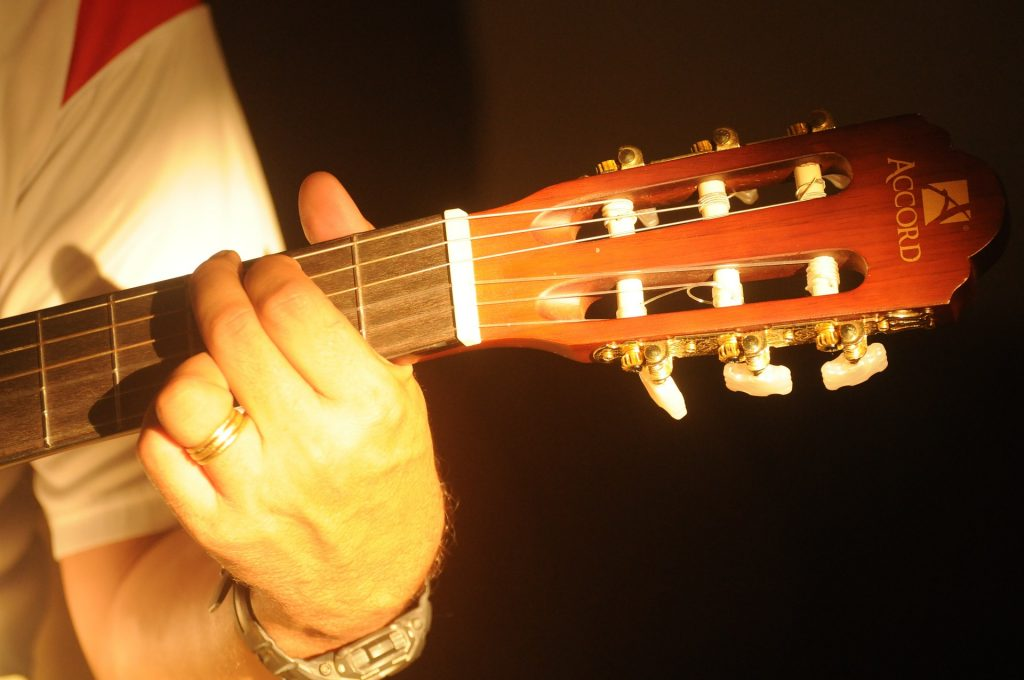 guitar acoustic lessons for beginners 4